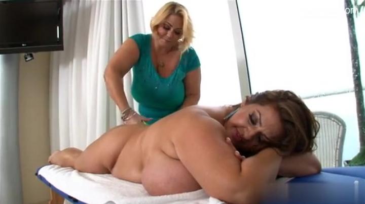 Голые толстушки лесбиянки трахаются из самотыком